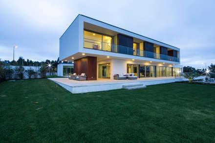 Casa PL: Habitações  por Atelier Lopes da Costa