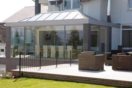 KELLER GLASSHOUSE® in minimalistischem Design: minimalistischer Wintergarten von KELLER AG