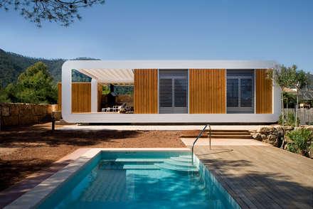 El Refugio Inteligente: Casas de estilo moderno de NOEM