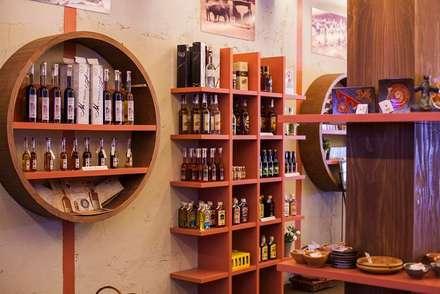 Islenio Productos Tradicionales Canarios: Oficinas y Tiendas de estilo  de Alicia Toledo