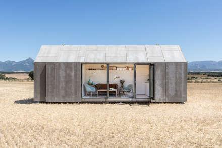 CASA TRANSPORTABLE  ÁPH80: Casas de estilo rural de ÁBATON Arquitectura