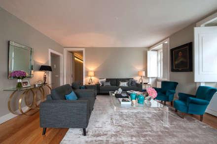 Living room: Salas de estar ecléticas por Home Staging Factory