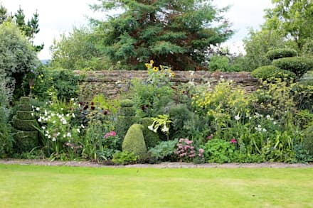 Topiary and Cloud Pruning in an English Country Garden: eclectic Garden by Niwaki