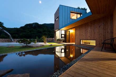 Ssangdalri House: hyunjoonyoo architects의  정원