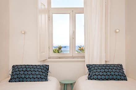 DOUBLE BEDROOM: Quartos mediterrânicos por Home Staging Factory