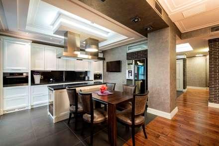 кухня-столовая: Столовые комнаты в . Автор –  Архитектурная Студия B&L