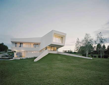 Villa  Freundorf / Österreich: moderne Häuser von project a01 architects, ZT Gmbh