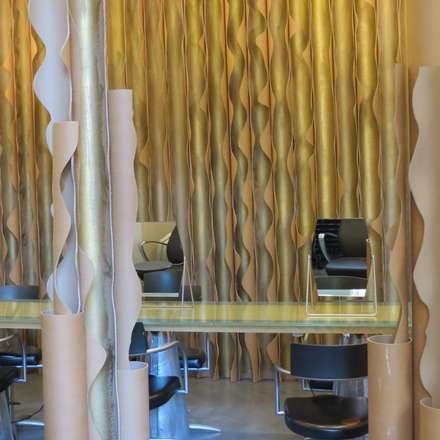 RE-SPY 3 CARDBOARD DESIGN RECYCLING FROM ARCHITECT TO ARCHITECT Fuori Salone 2012 MILANO - BRERA DESIGN DISTRICT: Allestimenti fieristici in stile  di DE CARLO ARCHITETTI