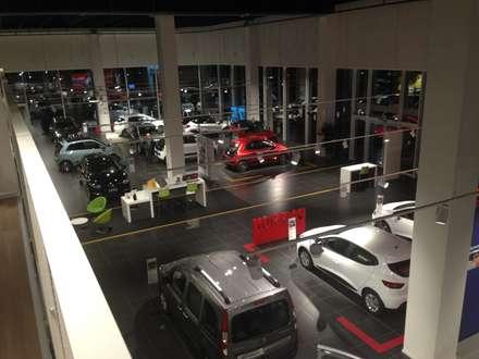 il nuovo renault store a castellanza: Concessionarie d'auto in stile  di alberico & giachetti architetti associati
