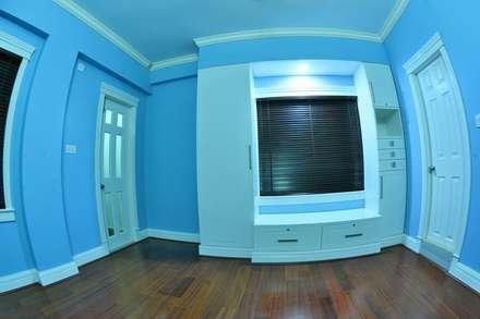 A CREATIVE AXIS INTERIORS PVT LTD PROJECT 2: colonial Bedroom by Creative Axis Interiors Pvt. Ltd.