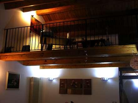 il soppalco studio: Studio in stile In stile Country di Studio di Progettazione Arch. Tiziana Franchina