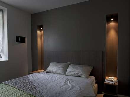 abitazione con terrazzo  - Milano: Camera da letto in stile in stile Minimalista di luca bianchi architetto