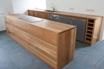 A Kitchen With Classic and Contemporary Styles:  Kitchen units by NAKED Kitchens
