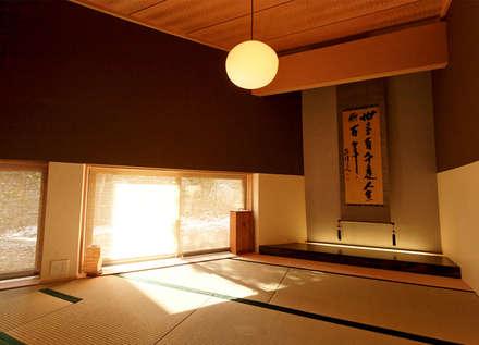 Villa K2: asian Bedroom by Atelier Boronski