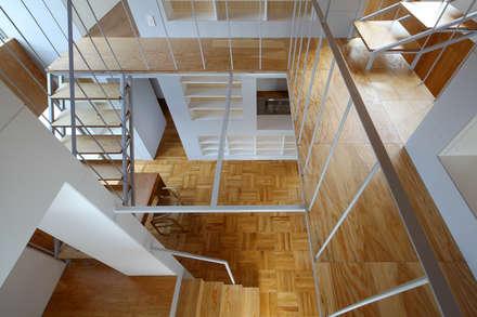 A of 4C: アトリエ ヴォイド・セット一級建築士事務所が手掛けた玄関/廊下/階段です。