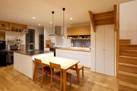 ダイニング・キッチン: H建築スタジオが手掛けたダイニングです。