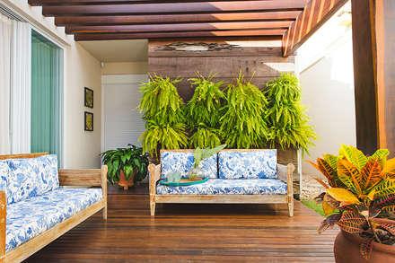 Hiên, sân thượng by Rafaela Dal'Maso Arquitetura
