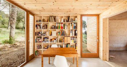 Casa GG: Estudios y despachos de estilo moderno de Alventosa Morell Arquitectes