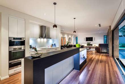 Floreat Residence: modern Kitchen by Moda Interiors