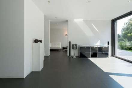 Haus C: minimalistischer Multimedia-Raum von K6architekten