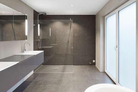 Villa T: Moderne Badezimmer Von Wunderlich Architekten GmbH