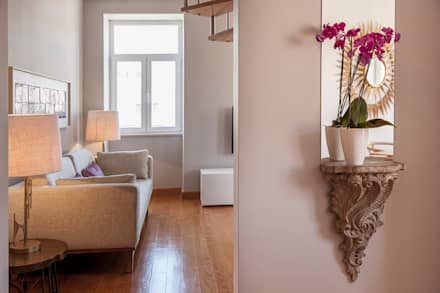 Entry hall: Corredores, halls e escadas clássicos por Home Staging Factory
