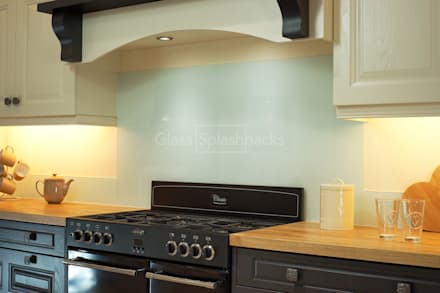 Glacier Splashback and up-stands in hand painted traditional kitchen: colonial Kitchen by DIYSPLASHBACKS
