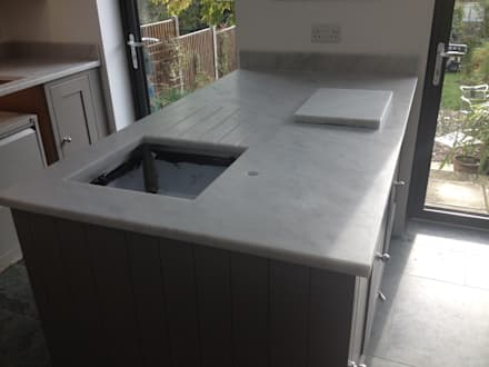 Honed Carrara Marble Worktops: classic Kitchen by Marbles Ltd