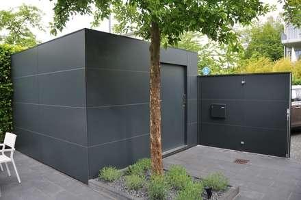 modern Garden by GarDomo Designgartenhäuser