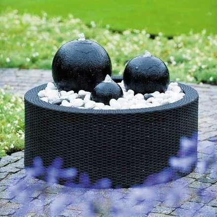 Fontaine de jardin London avec Décowall: Jardin de style de style Moderne par Janelabe