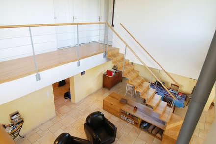mezzanine projet: Couloir et hall d'entrée de style  par alix dinnequin architecture