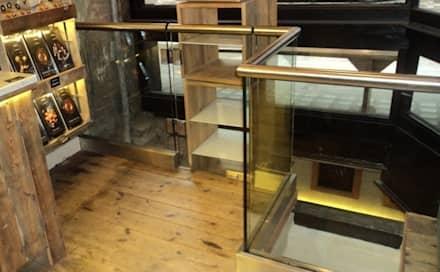 Frameless glass balustrade for shop:  Shopping Centres by Ion Glass