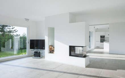 Offener Wohnraum Mit Kamin Minimalistische Wohnzimmer Von Skandella Architektur Innenarchitektur