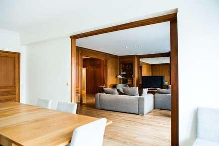 Appartement Neuilly-sur-Seine: Salon de style de style Classique par Hélène de Tassigny