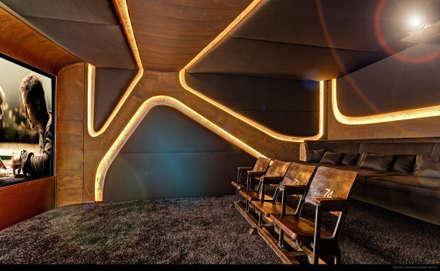 8SEC. - SHOWROOM HOME CINEMA: minimalistischer Multimedia-Raum von Barefoot Design
