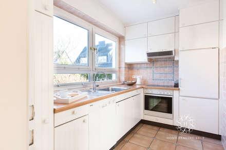Home Staging Doppelhaus in Westerland/Sylt: klassische Küche von Home Staging Sylt GmbH