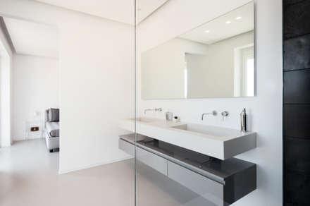 ostia lido bagno in stile in stile minimalista di stefania eugeni