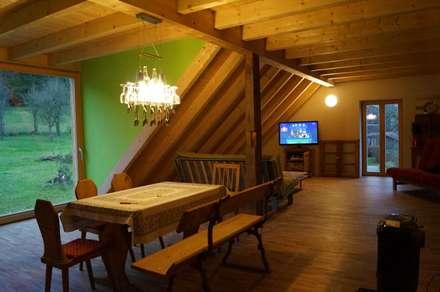 Dachgeschoss-Ausbau: landhausstil Multimedia-Raum von Architekturbüro Löser-Schwarzott