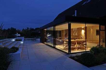 Dovecote Barn: modern Houses by Nicolas Tye Architects