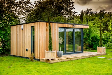 Stunning garden room suite: modern Garden by The Swift Organisation Ltd