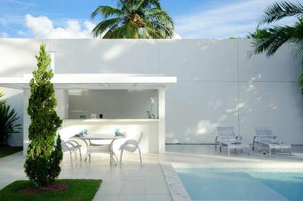 minimalistic Garage/shed by dantasbento   Arquitetura + Design