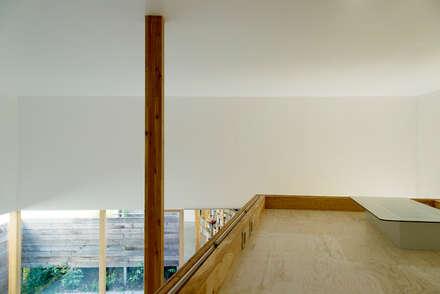 ATMN: アーキラボ・ティアンドエムが手掛けた壁・フローリングです。