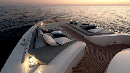 MCY _ 65: Yacht & Jet in stile in stile Minimalista di  roberta mari