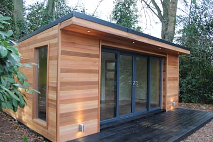 'The Crusoe Classic' - 6m x 4m Garden Room / Home Office / Studio / Summer House / Log Cabin / Chalet: modern Study/office by Crusoe Garden Rooms Limited
