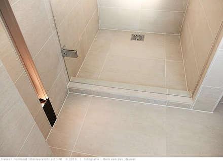 transformatie naar  een ingetogen luxe villa te Heiloo: moderne Badkamer door Heleen Rombout interieurarchitect BNI