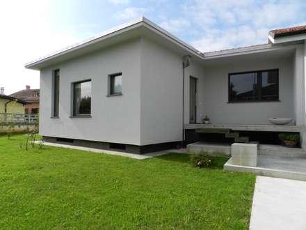 Casa BM: Case in stile in stile Moderno di ABC+ME Studio di Architettura