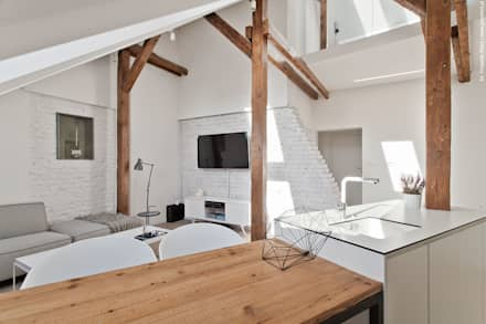 Mieszkanie z pracownią na poddaszu: styl , w kategorii Salon zaprojektowany przez superpozycja architekci