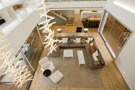 Vivienda unifamiliar en Dénia, Alicante: Salones de estilo moderno de Jorge Belloch interiorismo