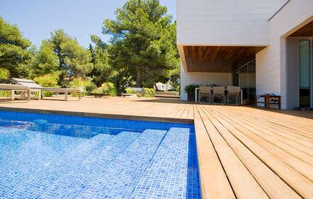 Vivienda unifamiliar en Dénia, Alicante: Piscinas de estilo moderno de Jorge Belloch interiorismo