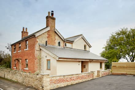 Front external :  Country house by Hart Design and Construction